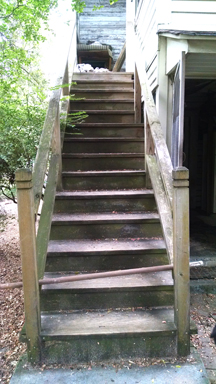 the stairs we have now blocked for Buddy with the bar across at the bottom.